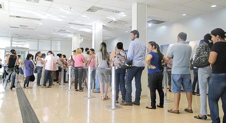Resultado de imagem para LIMITE DE ESPERA EM FILAS DE BANCO SE TORNA LEI NO ESTADO